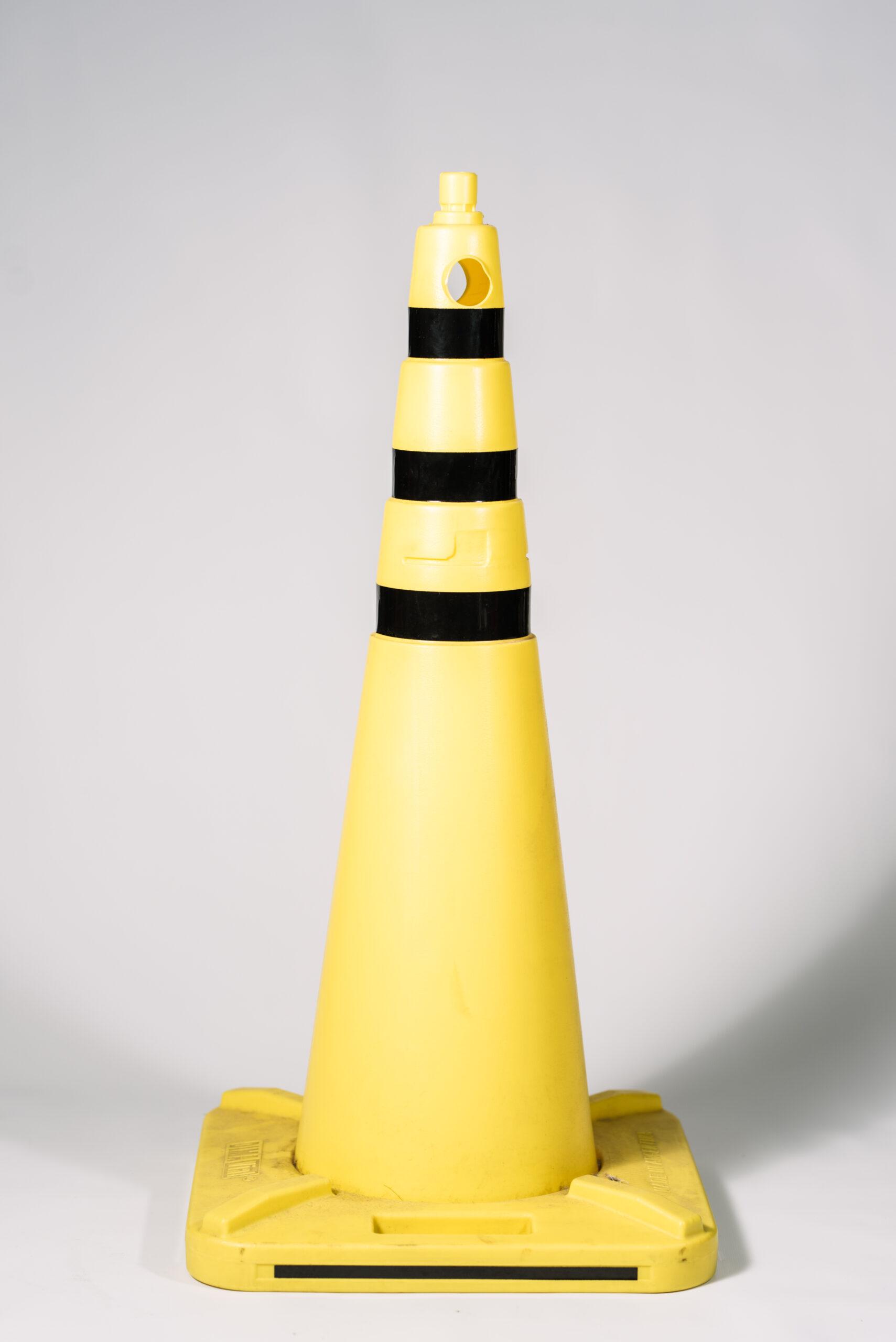 Cono de Seguridad Amarillo y Negro